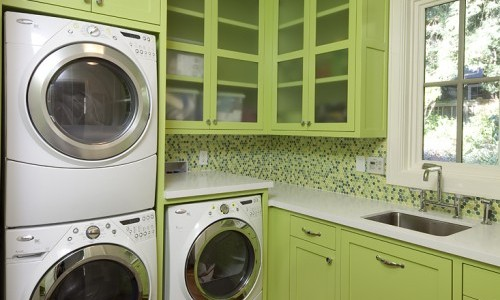 I love this cheerful laundry room!
